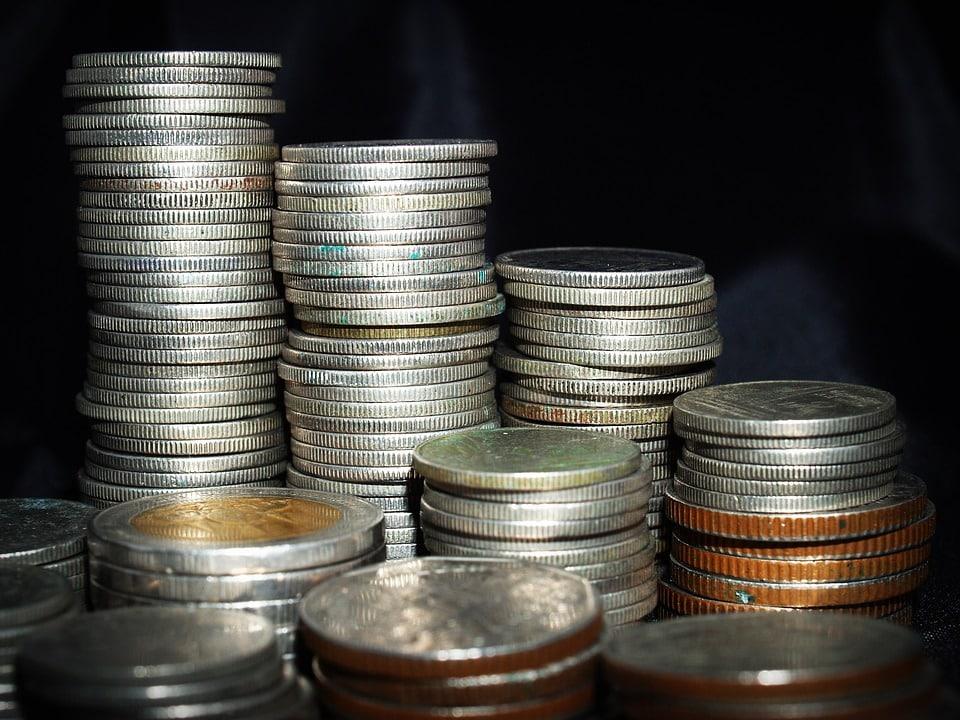 Quel organisme augmente son programme de rachats des dettes privées et publiques ?