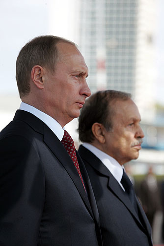 Quel pays à mis en place un numéro vert pour dénoncer les pratiques de la Russie ?