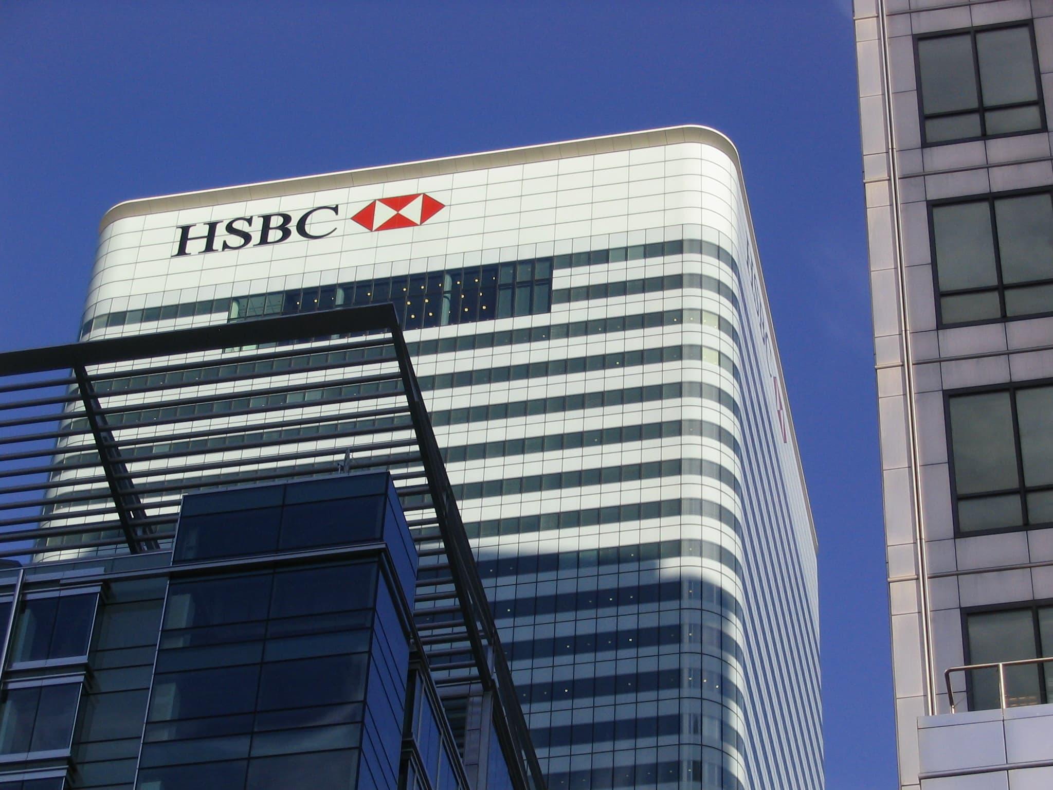 Combien d'emplois HSBC souhaite déplacer à Paris en raison du Brexit ?