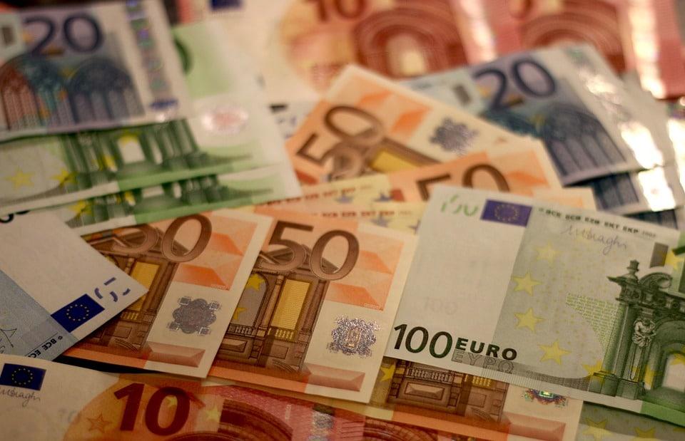 Quel pays prévoit d'adopter le revenu universel ?