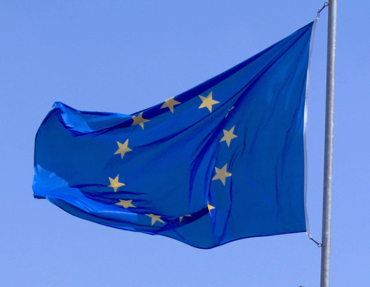 Quelle personnalité politique a manifesté publiquement sa volonté d'une sortie des PECO de l'UE ?
