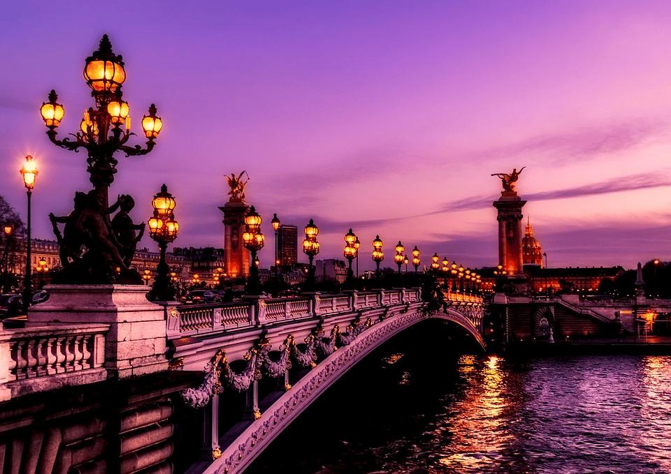 La qualité de l'air à Paris par rapport aux autres villes européennes est :
