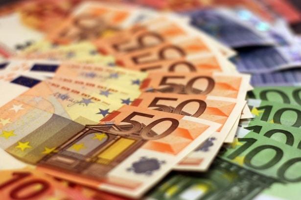 La note de l'Italie a été dégradée par Moody's à...