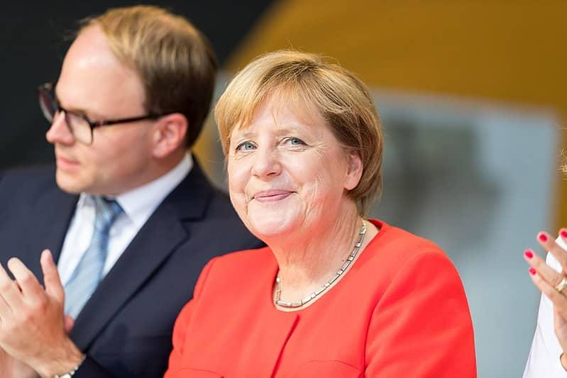 Combien y avait-il de prétendants pour prendre la tête de la CDU à la suite d'Angela Merkel ?