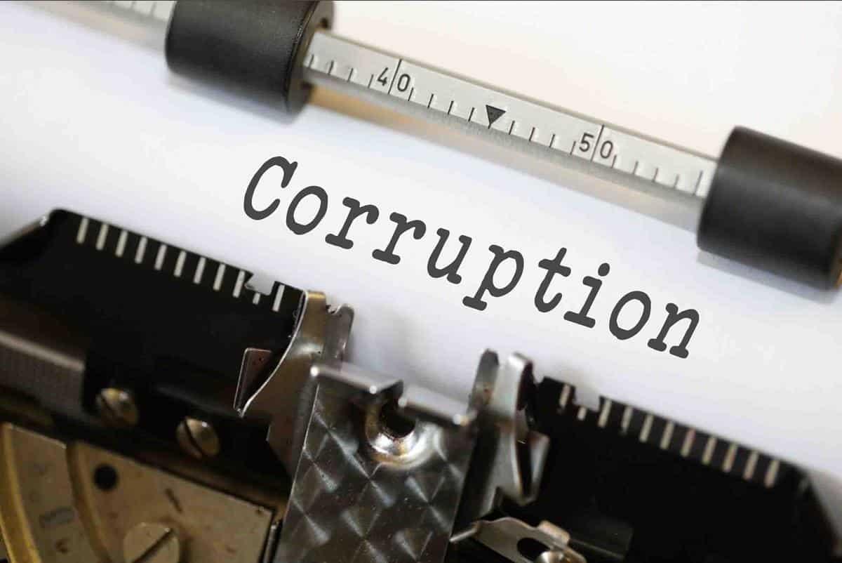 Quel dirigeant est rattrapé par une affaire de corruption ?
