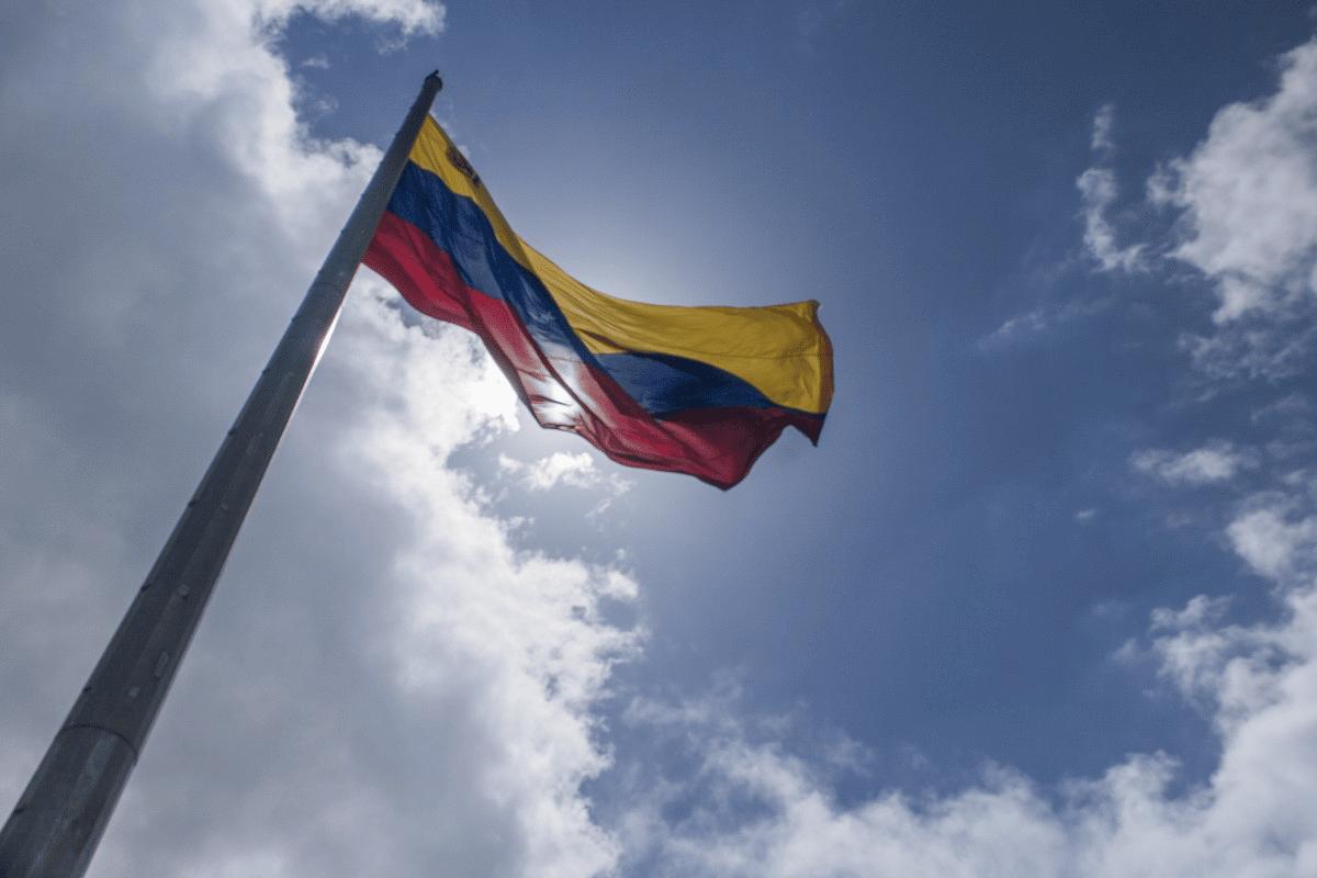 Samedi 23 février, Maduro a annoncé la rupture des liens diplomatiques avec...