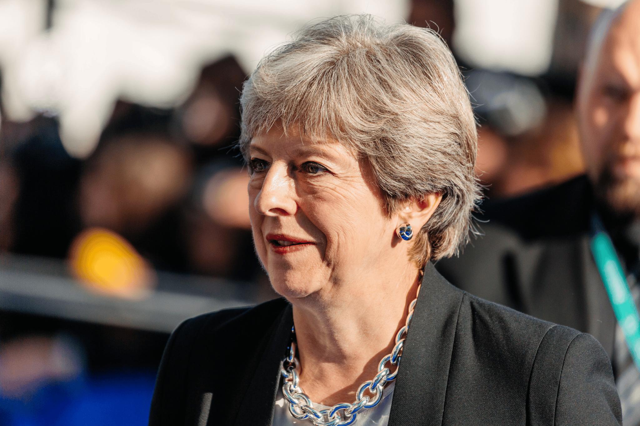 Theresa May maintient son refus d'envisager un éventuel report du Brexit.