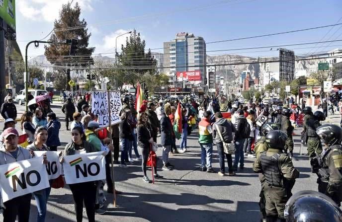 Jeanine Añez propose de nouvelles élections en Bolivie.