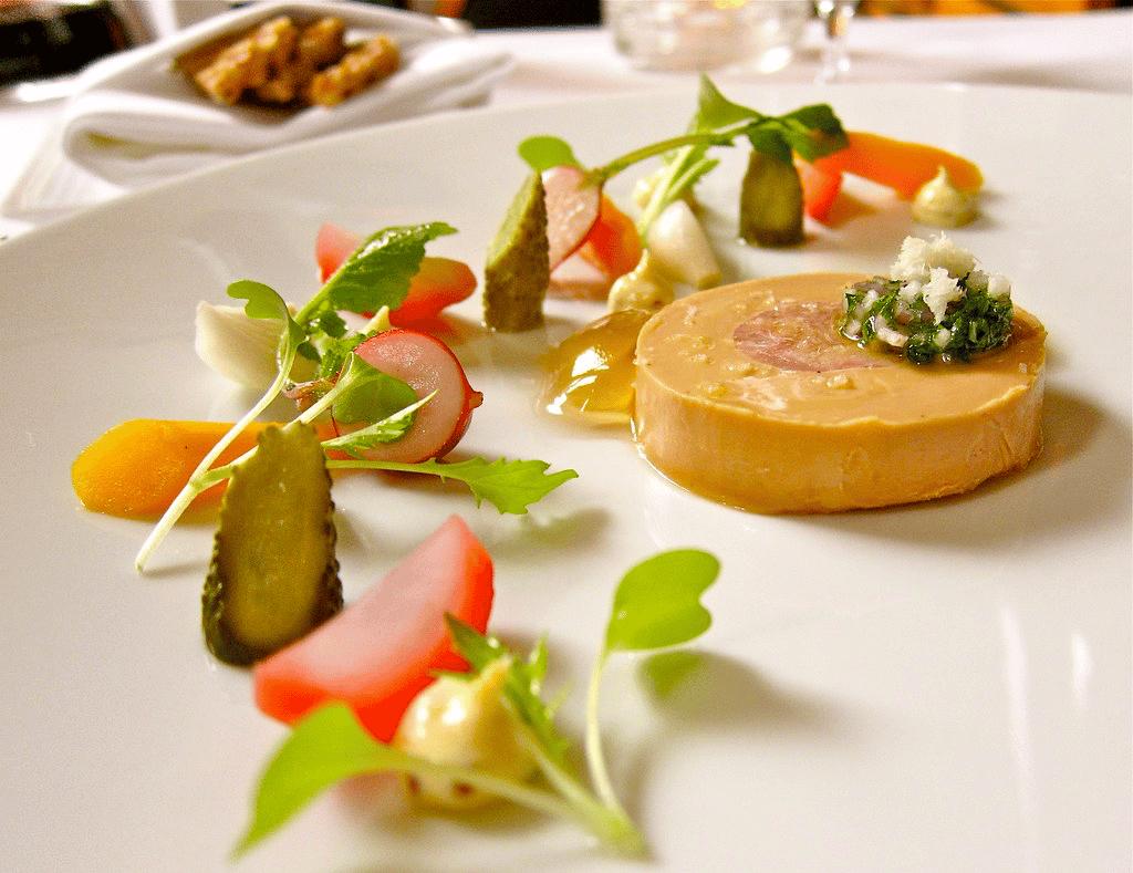 Quel État a interdit la commercialisation du foie gras dès 2022 ?